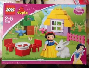 Lego snow-white box