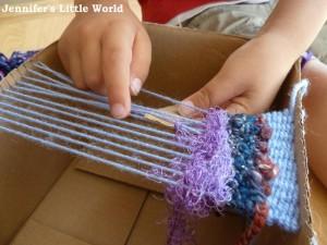 weavingwithacardboardboxloom