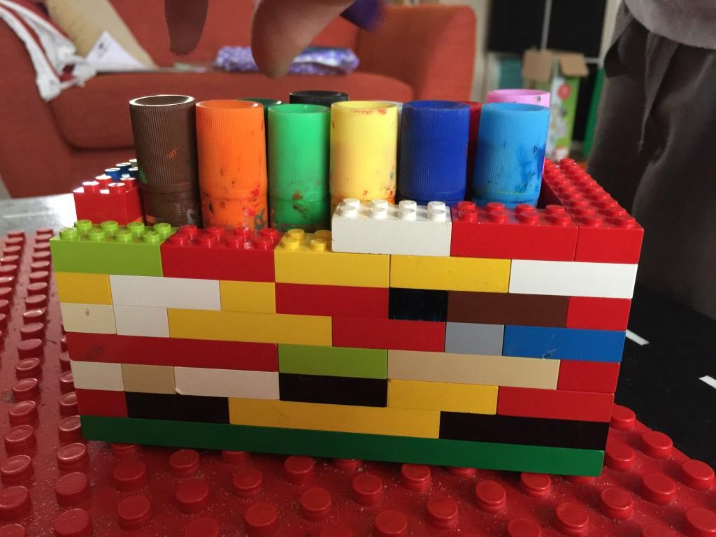 Diy lego pencil holder treading on lego for Lego diy