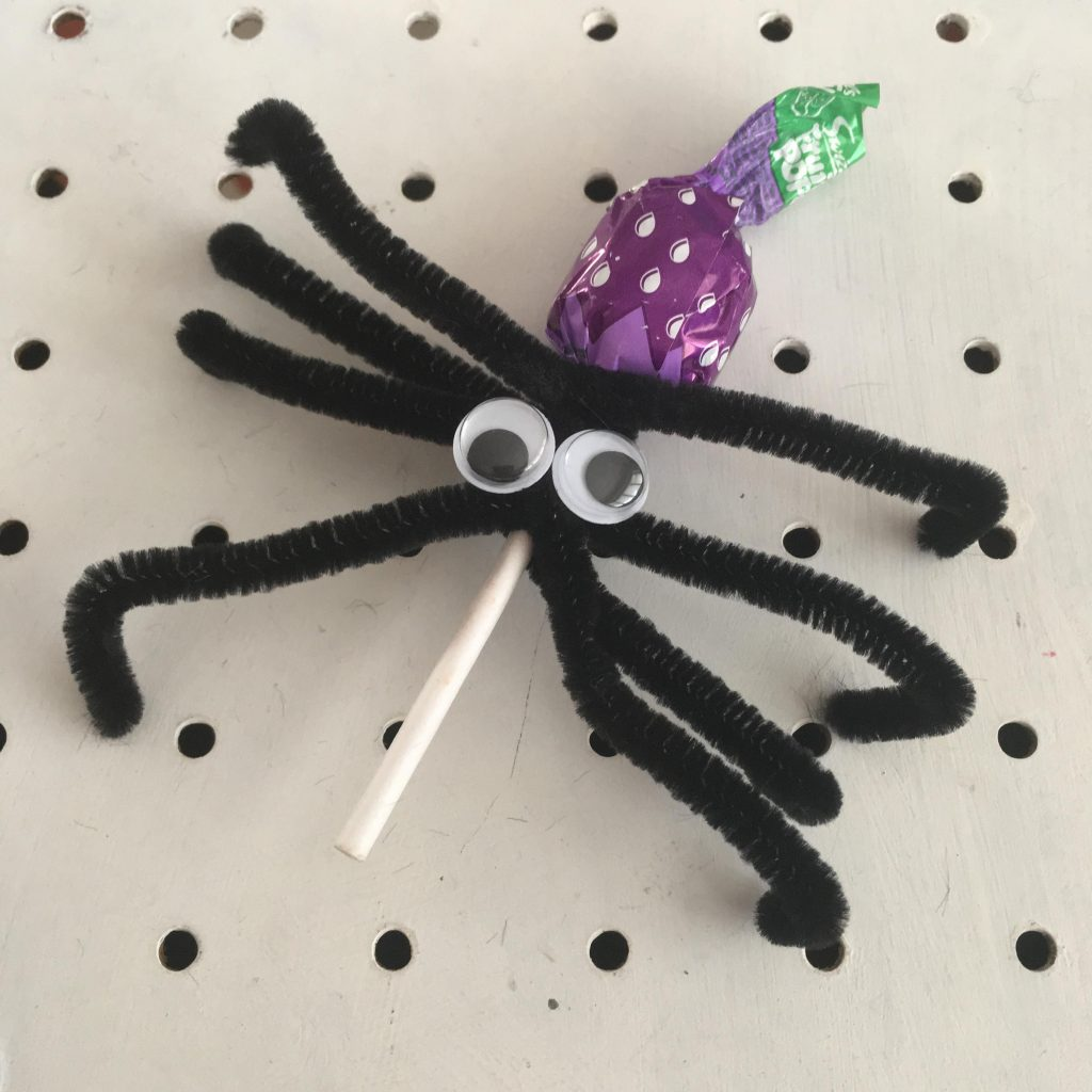 Pipe cleaner spiders for Halloween